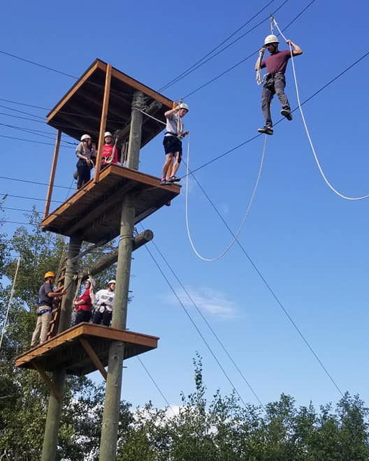 SSS students on a ropes course